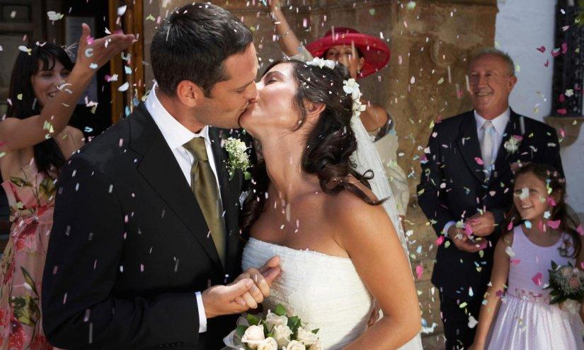 Video: Neuigkeiten + Goldschmiede-News: Diamant Fuer Die RomantischeHochzeit