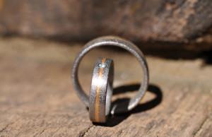 Eheringe im 20min: Taucher finden verlorene Ringe inWeiher
